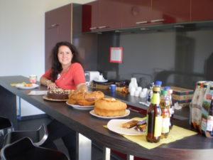 Susanne Drews in der Cafeteria