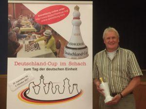 Ralf Schöngart mit Pokal